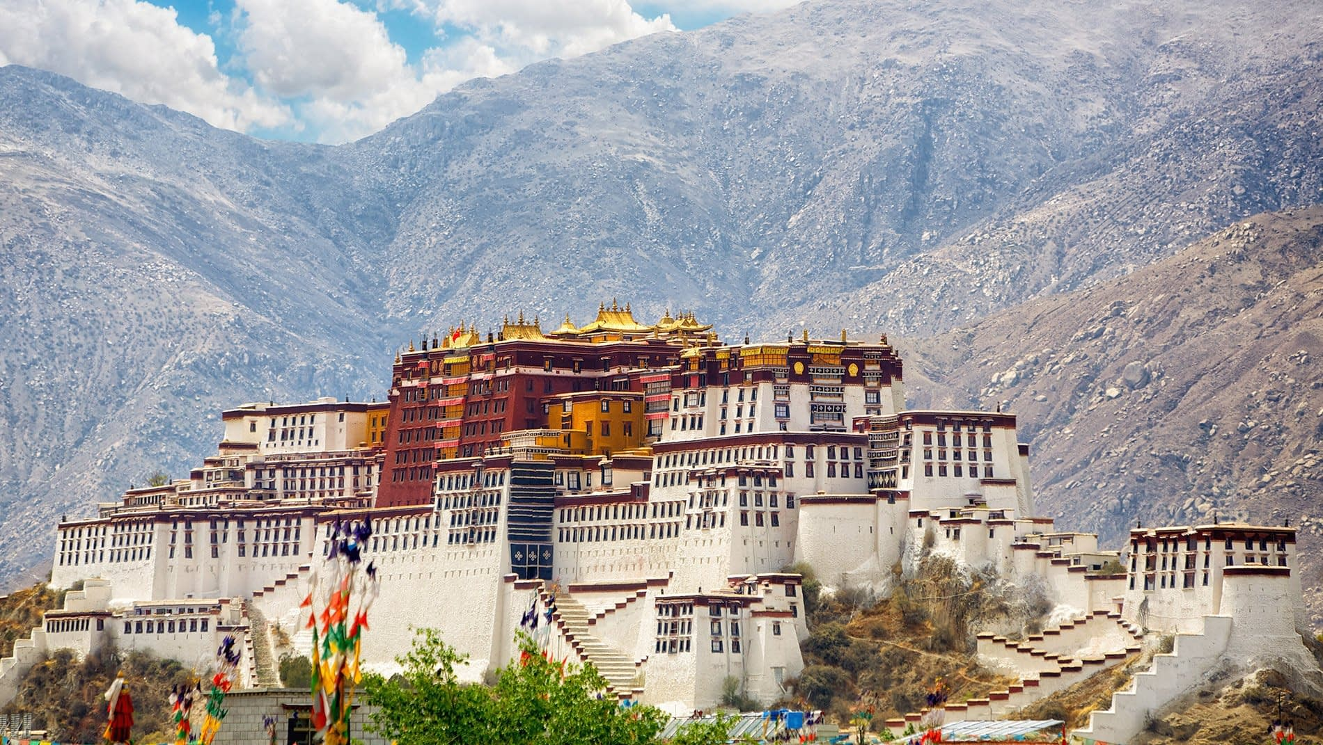 Potala Palace~The iconic Potala Palace is comprised of the red section, devoted to religion, and the white-colored administrative buildings.