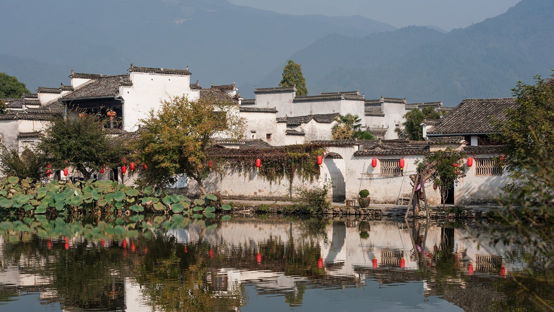 Hongcun~Dating back hundreds of years to the northern Song dynasty, when China's capital moved to nearby Hangzhou, numerous ancient, pretty villages, such as this one, dot the landscape.